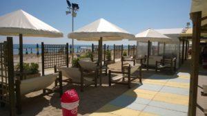 Stabilimento balneare con bar e ristorante a Torrette di Fano